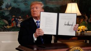 On 08.05.2018, U.S. President Donald Trump seals the United Statesʹ departure from the nuclear deal with Iran (photo: Reuters/J. Ernst)