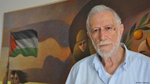 Palestinian artist Sliman Mansour in his atelier in Ramallah (photo: Sarah Hofmann/DW)