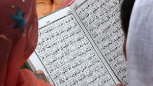 Muslim women read the Koran (photo: Reuters)