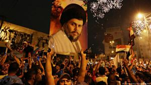 Supporters of Shia cleric Muqtada al Sadr in Baghdad following the election victory of the Sairun list (photo: dpa/picture-alliance)