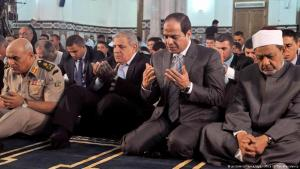Egyptian President Abdul Fattah al-Sisi performing the morning Eid ul-Adha prayers alongside the Grand Imam of al-Azhar Ahmed al-Tayeb, Defence Minister Sedky Sobhy and Egyptian Prime Minister Ibrahim Mahlab at the al-Sayeda Safeya Mosque, Cairo, Egypt, on 4 October 2014 (photo: picture-alliance/dpa/Office Of The Presidency)