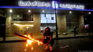 Anti-government protests and attacks on banks in the Lebanese capital Beirut (photo: Getty Images/AFP/M. Tahtah)