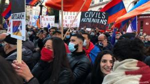 French Armenians demonstrate in Paris (photo: Lisa Louis/DW)