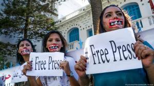 Journalists protest against censorship in Tunis, January 2019 (photo: picture-alliance/abaca/N. Fauque)