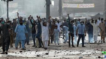 Anti-French protest in Pakistan following the arrest of Saad Rizvi (photo: AFP)